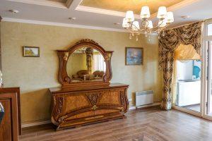 کنسول چوبی کلاسیک