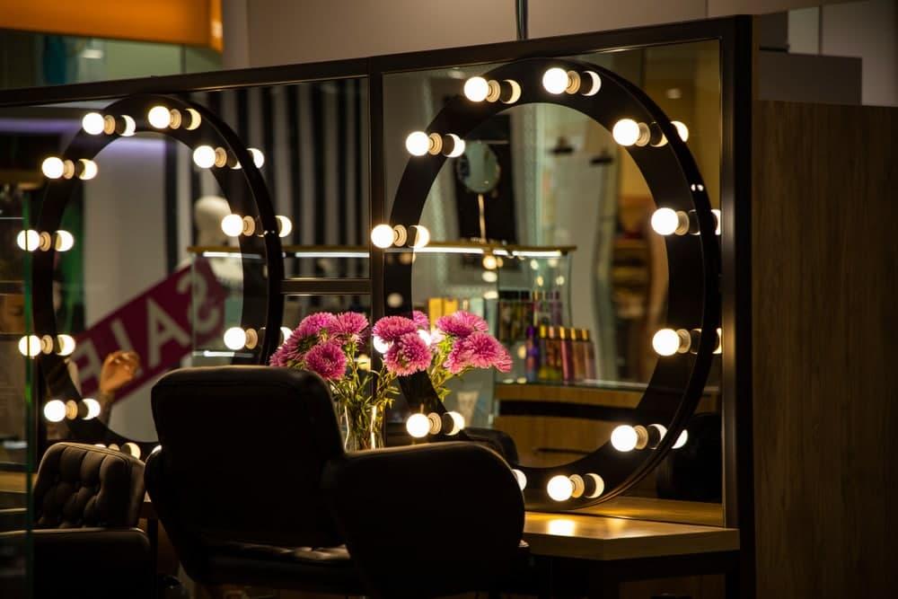 نور در دکوراسیون آرایشگاه مردانه