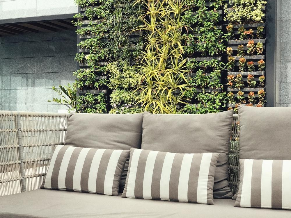 دیوار سبز پلیمری