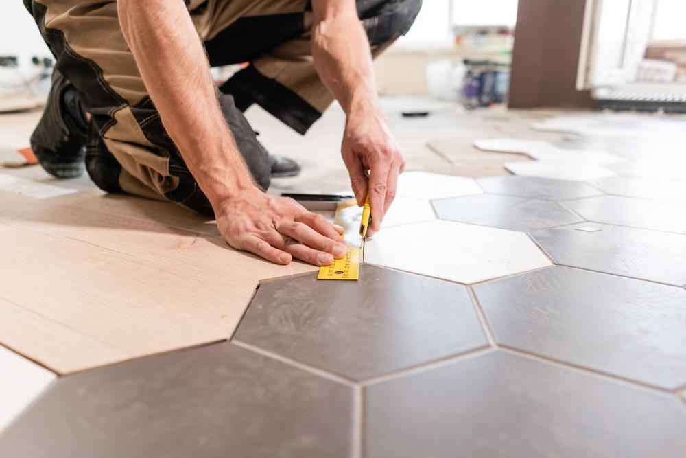 زیرسازی برای بازسازی کف خانه