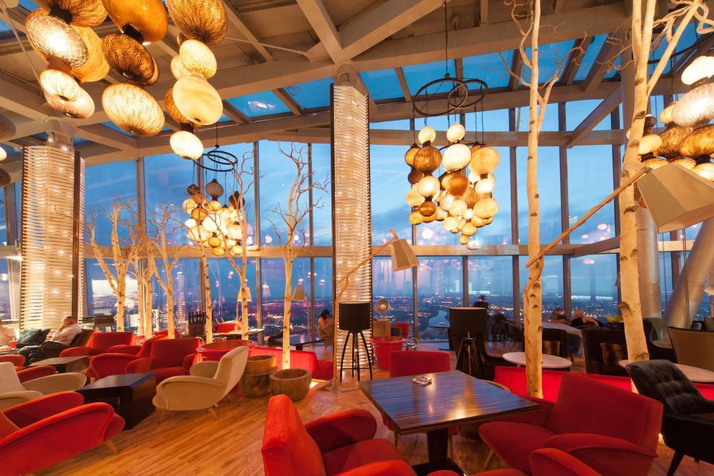 پنجره برای طراحی داخلی کافه رستوران