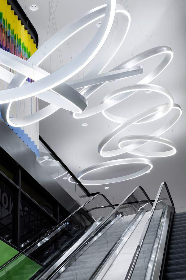 دکوراسیون فروشگاه با نور مناسب