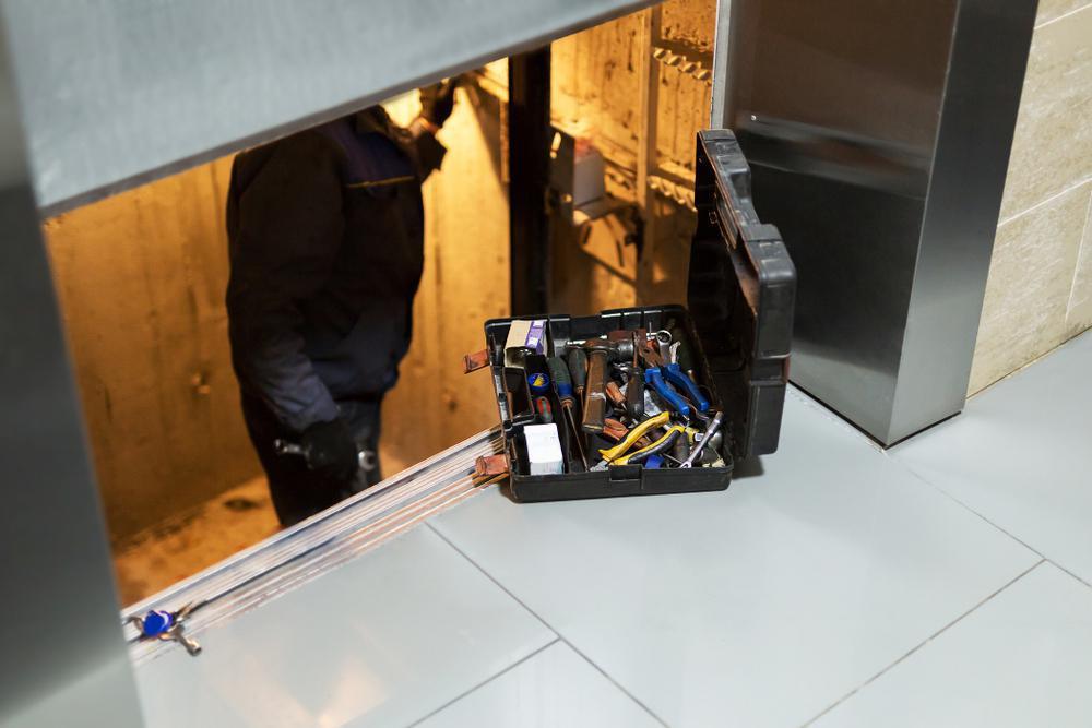 تعمیر و بهسازی آسانسور در بازسازی ساختمان