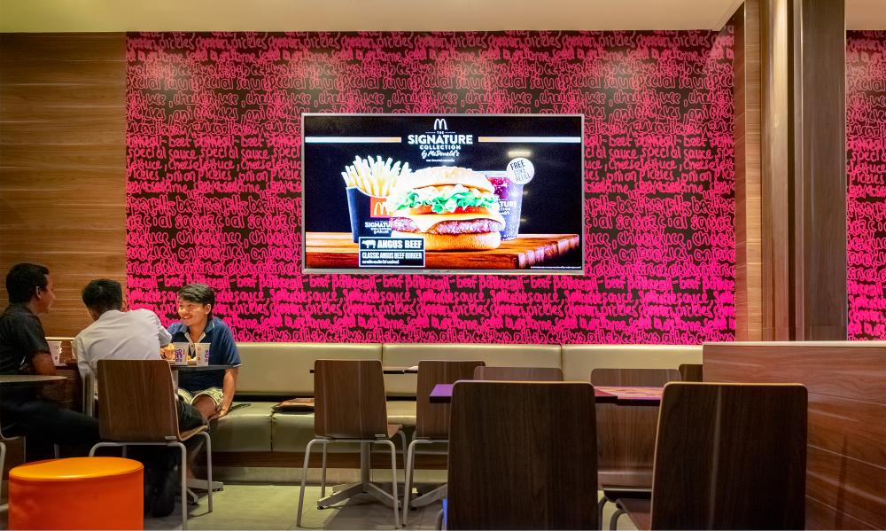 طراحی دیوار های یک رستوران فست فود